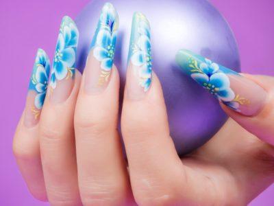 Чем хороша процедура наращивания ногтей